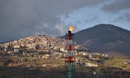 """Occasione """"perduta"""" per TOTAL di esprimere sensibilità e solidarietà umana e sociale ai Lucani, che la """"ospitano""""!"""