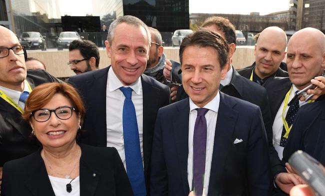 Poste Italiane contribuisce allo sviluppo economico e sociale del paese